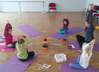 yoga enfant a Ayguesvives